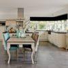 salle-a-manger-table-pieds-queen-richmond-interiors-bois&deco-meubles-gibaud-nord