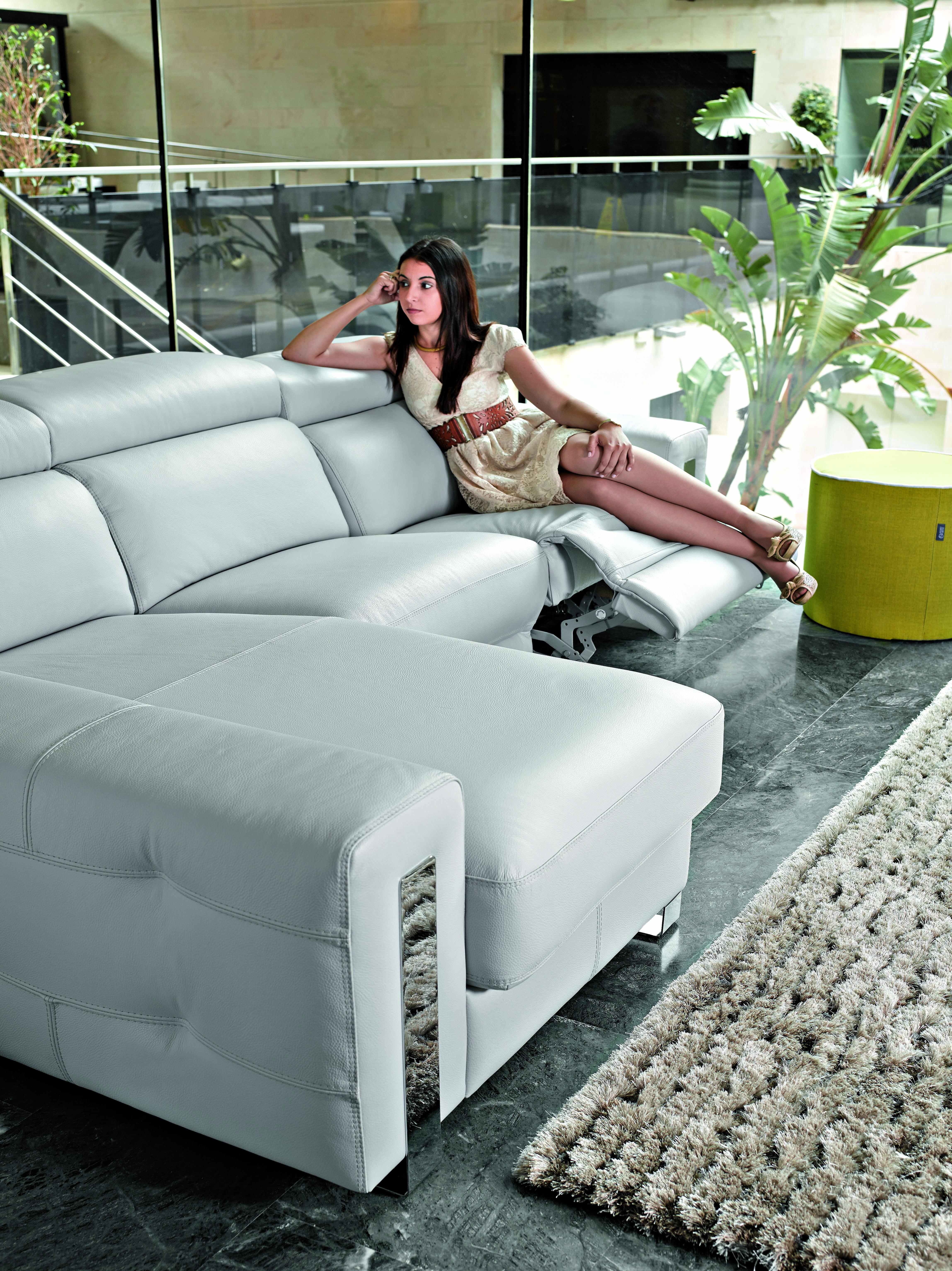 magasin meuble dubai mideorient style sige canap en cuir vente chaude dubai canap arabe style. Black Bedroom Furniture Sets. Home Design Ideas