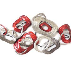 deco-murale-metal-anneaux-entremeles-rouge-gris
