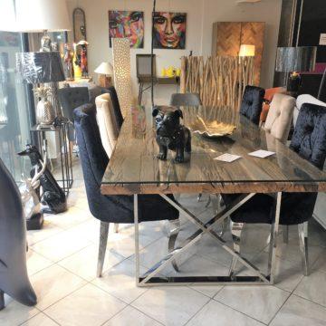 Coup de coeur : la table de salle à manger design avec plateau en bois recyclé et pieds métal chromé.