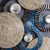 Sculpture-murale-disques-bleus-design-geometrique-noirs-argent-BEAUX-ARTS