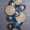 Sculpture-murale-metal-disques-bleus-decoration-originale-boisetdeco-cambresis-nord-france