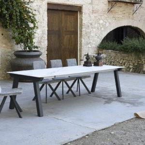 table-rectangulaire-en-ceramique-effet-marbre-boisetdeco