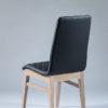 chaise tissu matelasse noir pieds bois chene clair