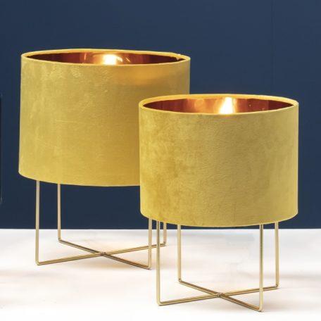 Lampes TRIXI dans les 2 dimensions avec abat-jour velours jaune.