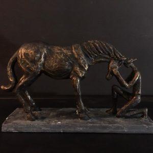 Statue cheval doré antique