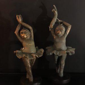 Statuettes singes en tutu