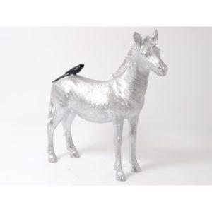 Statue zebre gris argent avec oiseau noir collection FUNNY.