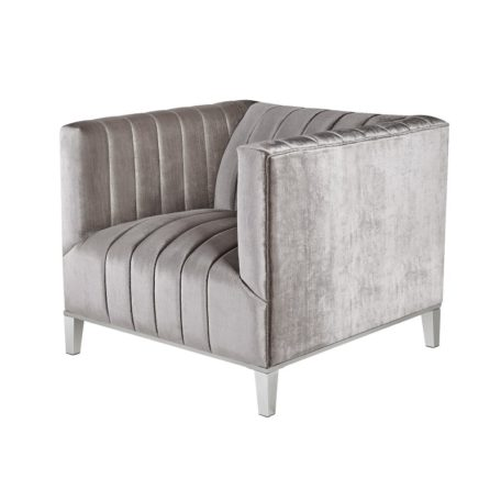 Fauteuil confortable en tissus gris avec 4 pieds argent chromé.